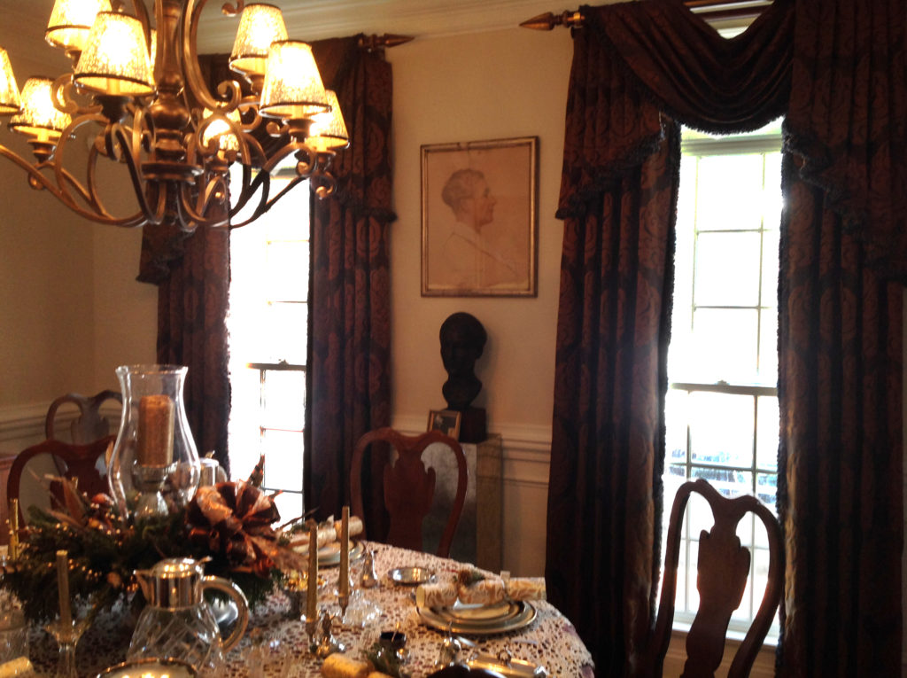 Queen Anne Dining Table Decorated with Traditional Holiday Centerpiece and Christmas Crackers